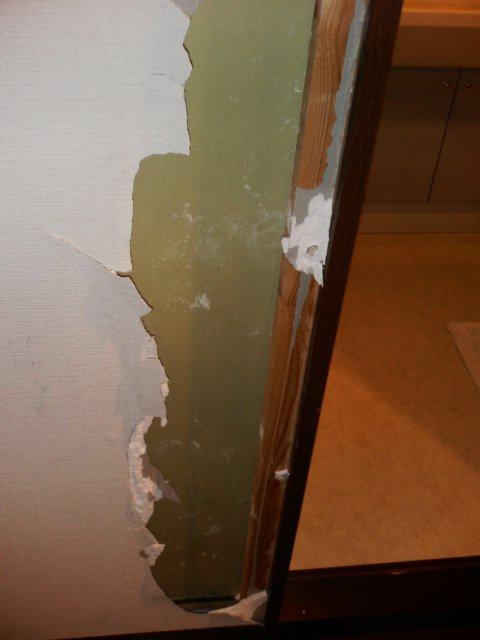 壁穴補修前2