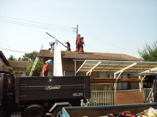 屋根葺き替え中1