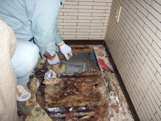トイレの排水漏れによる床腐食