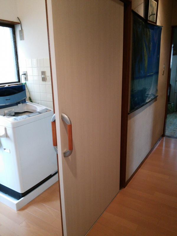 洗面所入り口引き戸入替え後