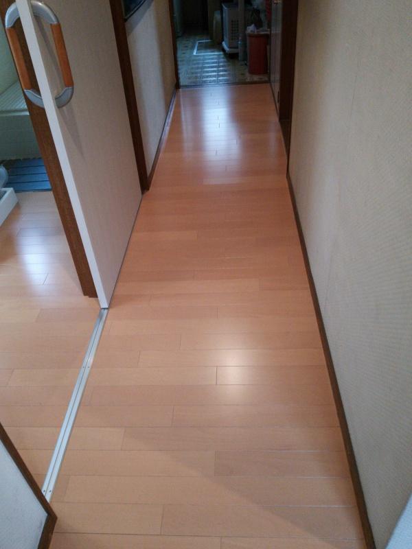 床貼り後 - 廊下2