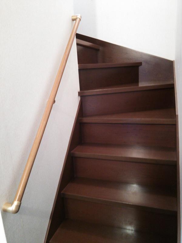 階段手すり取付後1