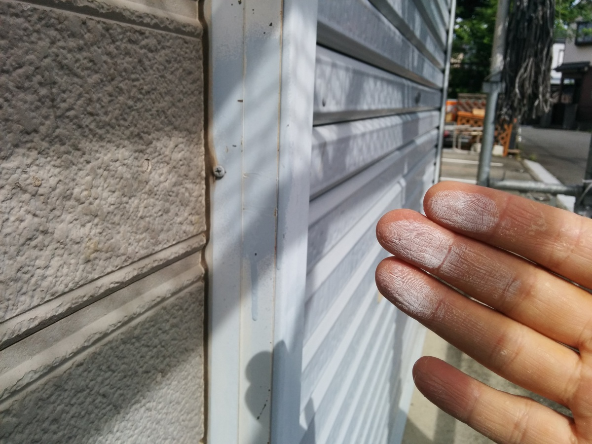塗膜の劣化によるチョーキング現象