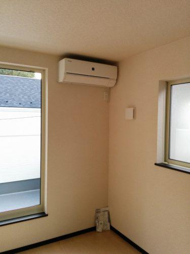 2階南西側洋室エアコン設置後1