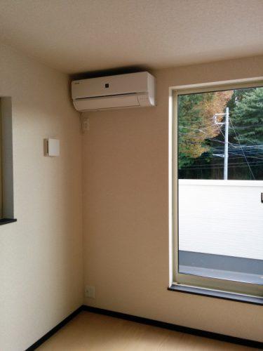 2階南東側洋室エアコン設置後1