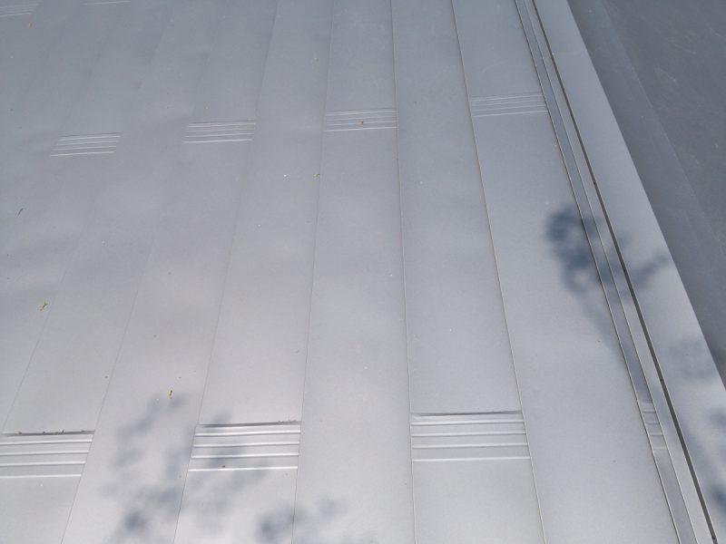 左右対称形状の屋根