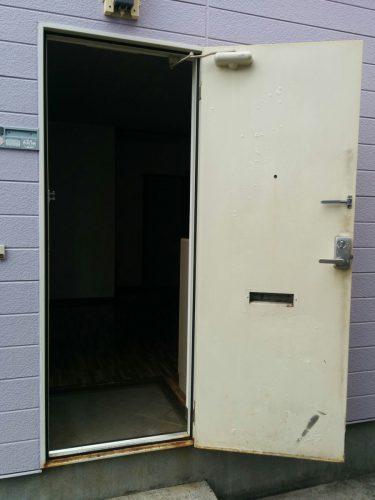アパート玄関ドア入替え前