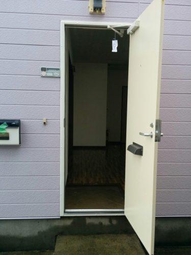 アパート玄関ドア入替え後1