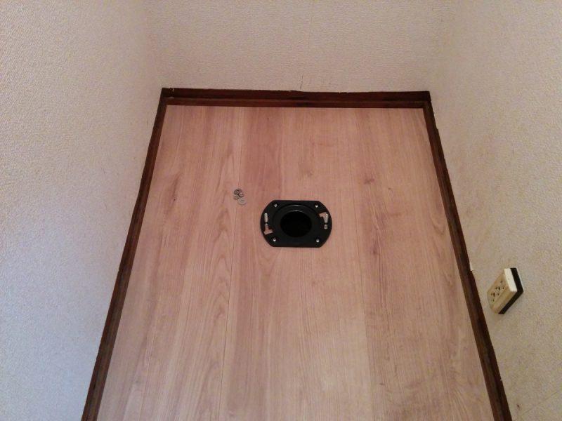 トイレ改修中-床フランジ設置後