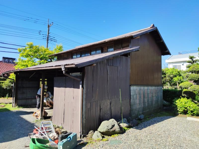 建っていた物置兼車庫