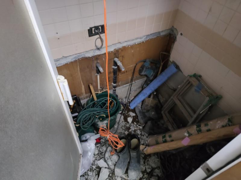 既存浴室解体中