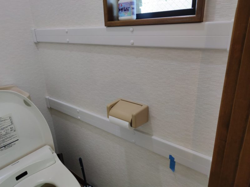 2階トイレ手すり設置中