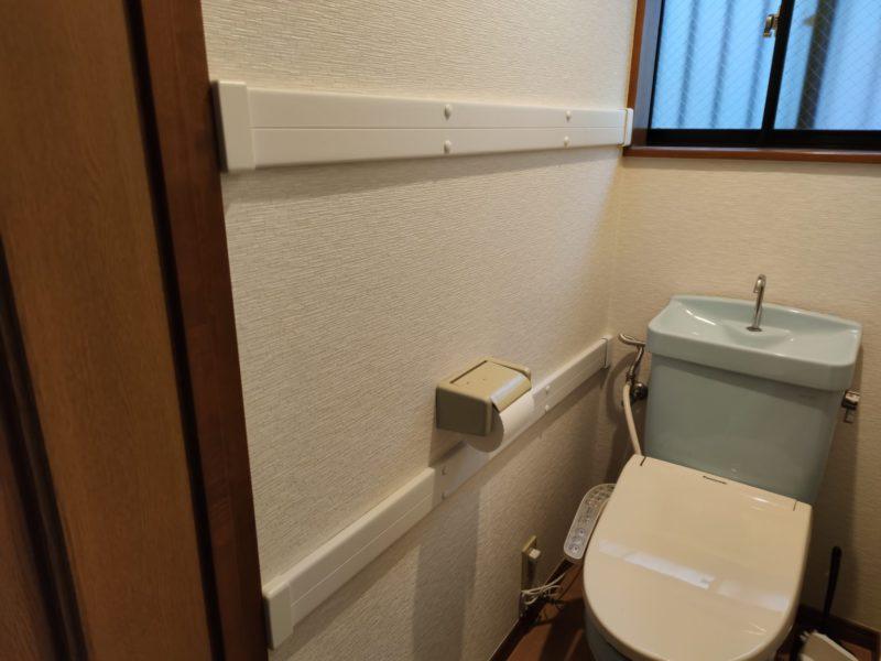 1階トイレ手すり設置中